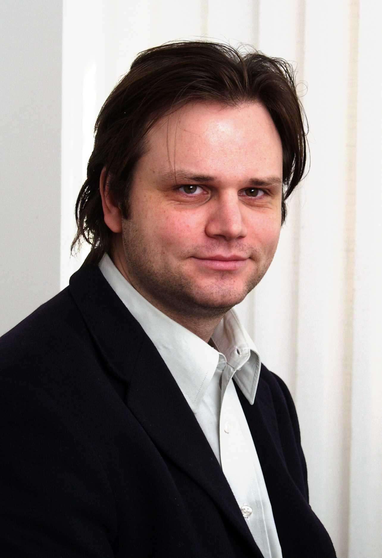 Bogdan Manolea despre directiva Big Brother si actele electronice: <i>NU MAI E MULT PANA LA IMPLANTAREA CIPURILOR DE CONTROL TOTAL</i>
