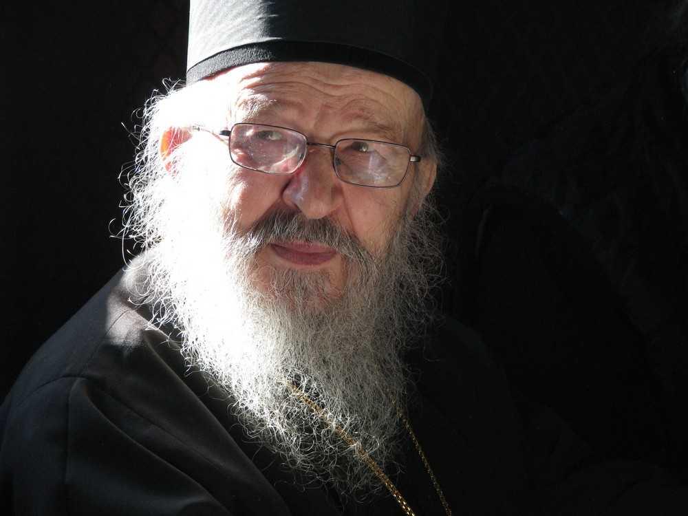 """Sinodul Bisericii Serbiei il acuza pe Episcopul depus ARTEMIE de tendinte SCHISMATICE si il cheama la ASCULTARE, amenintand cu """"masuri canonice"""""""