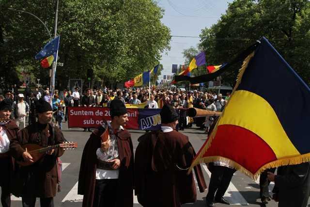 7000 de basarabeni au demonstrat pentru UNIREA CU ROMANIA. 200 de ani de la anexarea BASARABIEI de catre Rusia. NICOLAE IORGA: <b><i>FARA LACRIMI DIN PRISOSUL DURERII, NU SE MANTUIE DIN ROBIE UN NEAM</i></b>