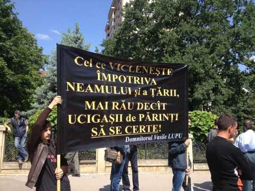 Mitropolia Moldovei (Patriarhia Moscovei) critica normalizarea homosexualitatii/ UE VA MONITORIZA RESPECTAREA LEGII EGALITATII