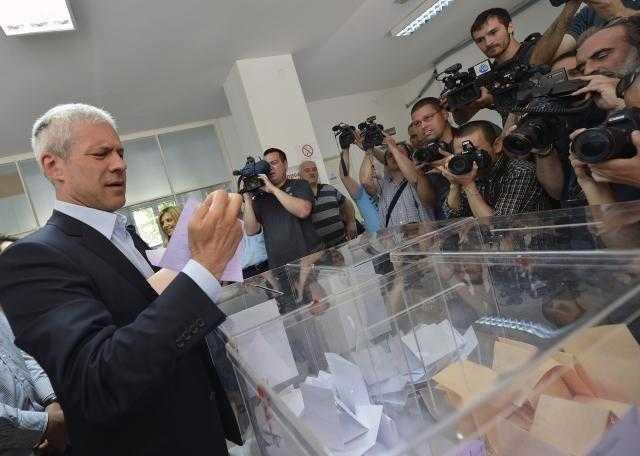 Alegeri INDECISE in Serbia: Tadici si Nikolici aproape la egalitate