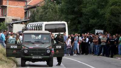 Nordul KOSOVO: confruntari violente intre trupele KFOR si localnicii sarbi