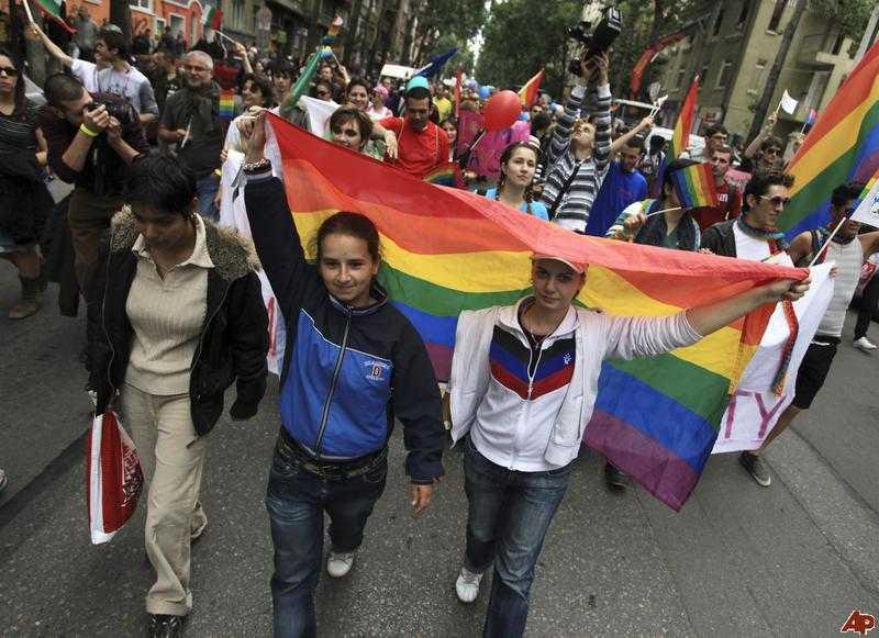 Azi, in Bucuresti, MARSUL GAYFEST &#8211; parada sodomiei/ <b>OBIECTIVUL SECRET AL AGENDEI PENTRU DREPTURILE HOMOSEXUALILOR &#8211; LEGALIZAREA PEDOFILIEI?</b>/ Biserica Bulgariei condamna parada gay. Biserica noastra tace si in acest an?/ <i>&#8220;Revolutia familiala&#8221;</i> in Franta: LEGALIZAREA CASATORIILOR SI ADOPTIILOR GAY