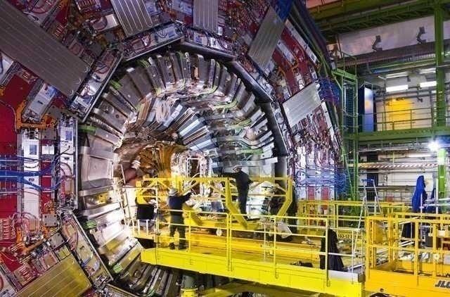 "CERN, <i>""particula lui Dumnezeu""</i> si TEORIA BIG-BANG-ului primordial"