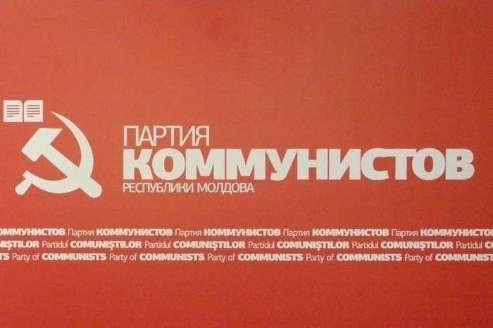 "Republica Moldova condamna crimele regimului comunist sovietic si INTERZICE ""SECERA SI CIOCANUL"""