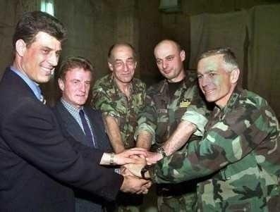 <b>Vanzarea Romaniei catre americani continua, garantat si fatis, sub guvernul PONTA</b>: WESLEY CLARK – seful NATO si al operatiunilor de bombardare a Serbiei – CONSILIER AL PREMIERULUI <i>(video)</i>