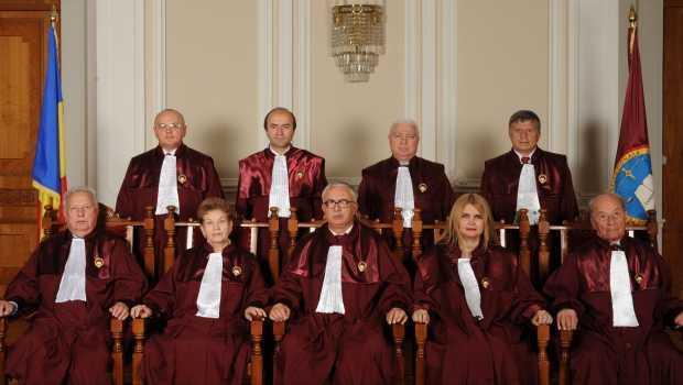 UPDATE: <b>Basescu ramane suspendat pana pe 31 august</b>. CCR AMANA DECIZIA PRIVIND REFERENDUMUL, invocand CIFRELE FALSE PRIVIND POPULATIA ROMANIEI CU DREPT DE VOT