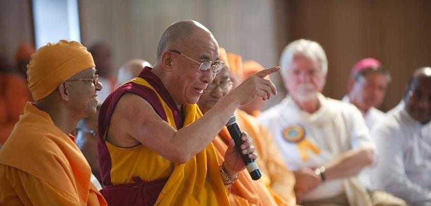 """Dalai Lama, liderul spiritual al tibetanilor si… """"reincarnarea"""" predecesorilor sai, scrie pe Facebook ca <i>""""RELIGIA NU MAI E ADECVATA SOCIETATII ACTUALE""""</i>"""