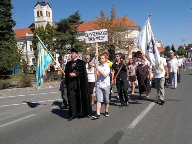 TOAMNA MAGHIARA: mobilizare FARA PRECEDENT a ungurilor din Romania intr-o MANIFESTATIE AUTONOMISTA de amploare