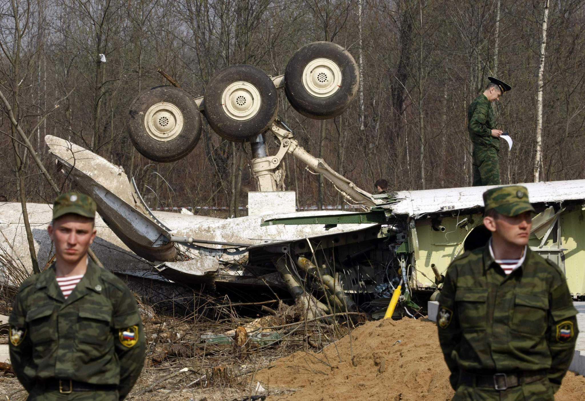 DOSARUL SMOLENSK: urme de explozibil pe aripile avionului prezidential polonez