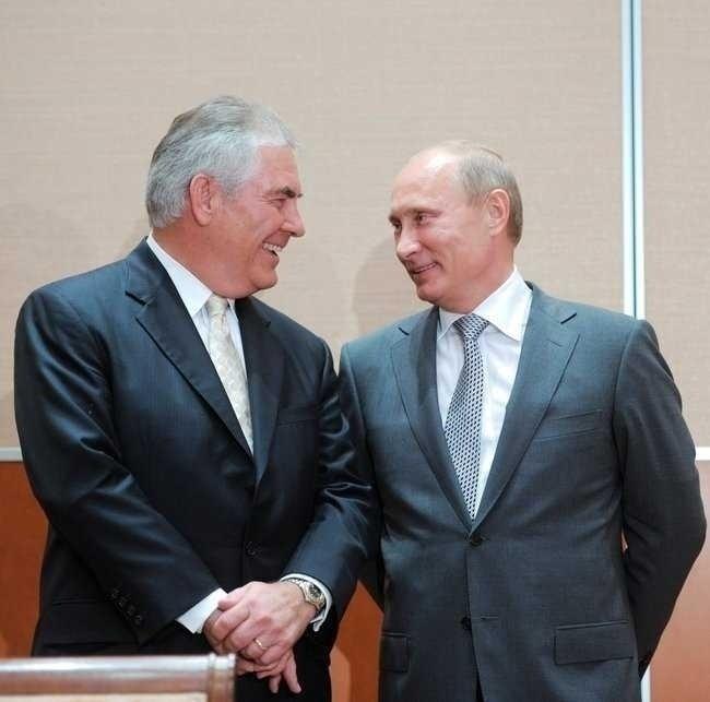 <b>Imperiile energetice si periferiile</b>. GIGANTUL RUSESC ROSNEFT, partener cu EXXONMOBIL si finantat de Wall-Street devine cel mai mare producator de petrol din lume/ BULGARIA, nou acord cu GAZPROM/ ROMANIA – doar colonie…