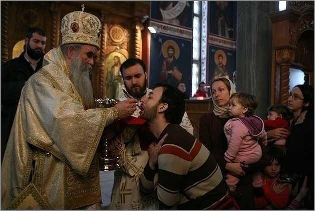 """Ce trebuie sa facem INAINTE SI DUPA IMPARTASIRE?/ Invidie si DUPLICITATE/ <i>Pr. Dan Damaschin despre URMARILE TRAGICE ALE AVORTULUI, CONTRACEPTIE si CRUCEA DE MAMA</i>/ IPS Ierotheos Vlachos – interviu despre episcopi, sminteli, secularizare si clericii care FAC """"DESFRAU IN TRUPUL BISERICII""""!"""