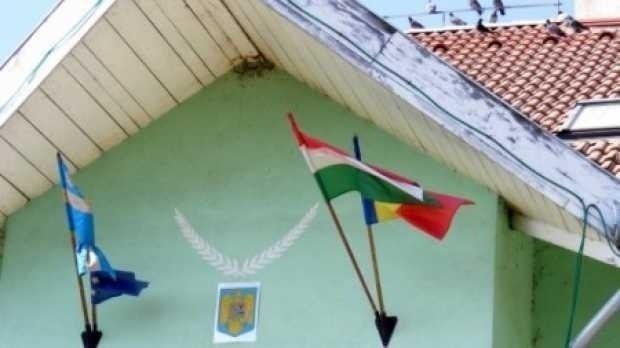 Frunda: Romania sa o lase mai usor cu STATUL NATIONAL/ Miting in apararea STEAGULUI SECUIESC/ Manualul ISTORIA SECUILOR, lansat si la Sfantu Gheorghe