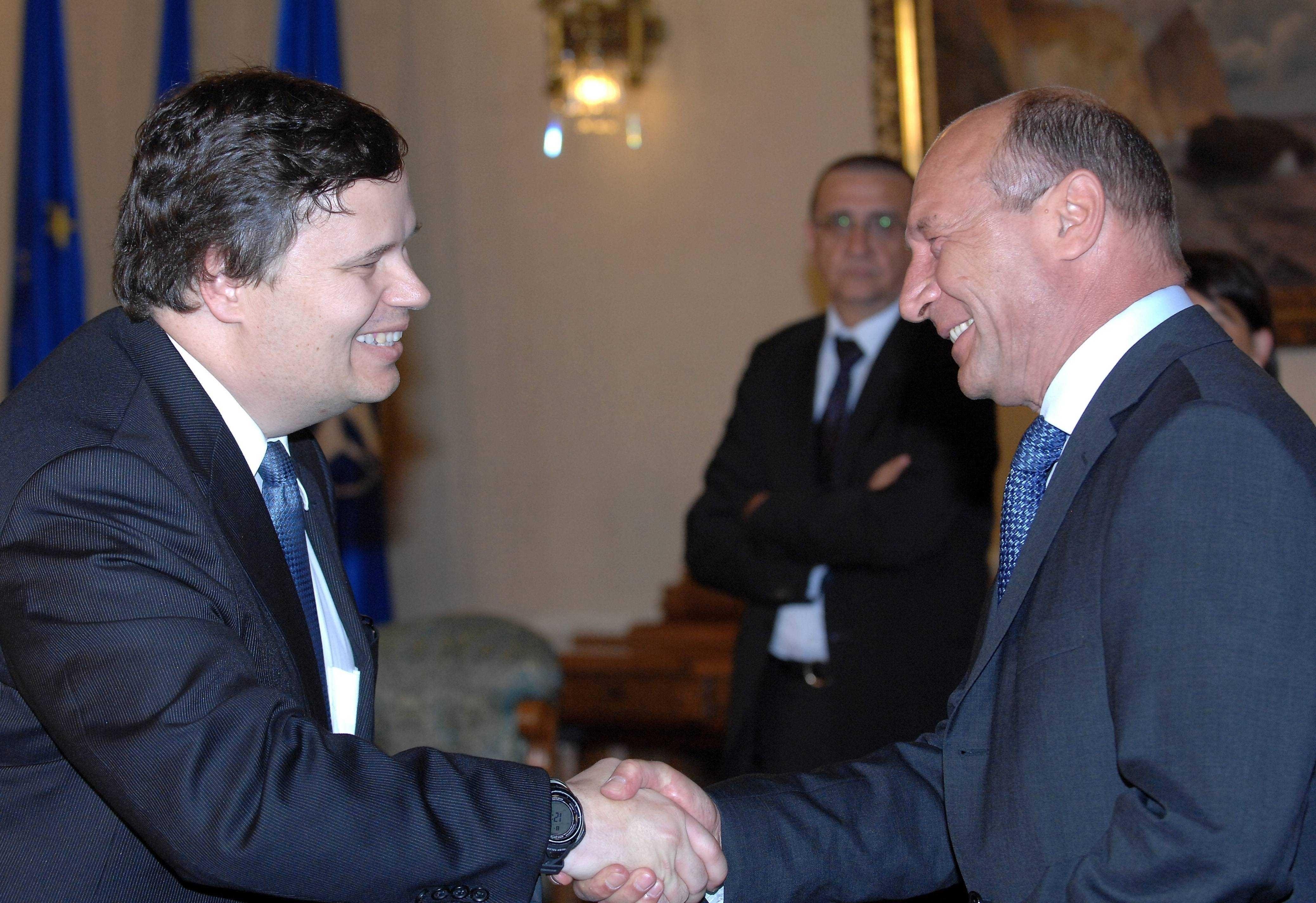 """De ce Basescu a taiat salariile cu 25%, desi FMI ceruse mai putin? MIRCEA DIACONU: <i>""""NU DE BANI A FOST VORBA, CI DE OAMENI…""""</i> (video)"""