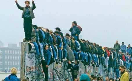 "Trei ganduri post-electorale: NEOLIBERALISMUL USL, JELANIA ""EUROPENISTILOR"" SI ORIZONTUL ANTISISTEM"