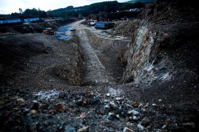 COLONIILE AURULUI: In ciuda unei decizii judecatoresti, GRECIA si-a vandut minele de aur EXPLOATATORILOR straini