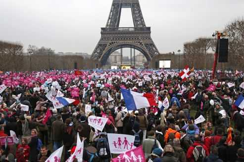 FRANTA: manifestatie URIASA de protest fata de CASATORIILE HOMOSEXUALE (video). Organizatorii anunta cifra de 1 milion participanti