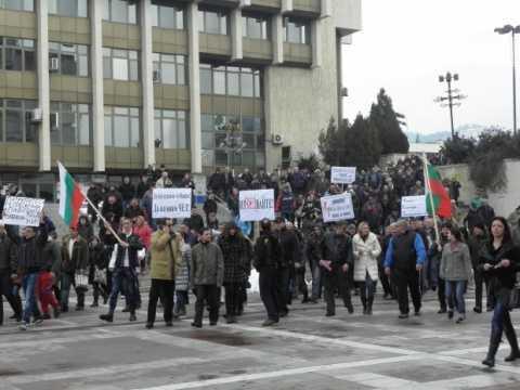 REVOLTE STRADALE in Bulgaria din cauza PRETULUI la ENERGIE impus de CORPORATIILE STRAINE