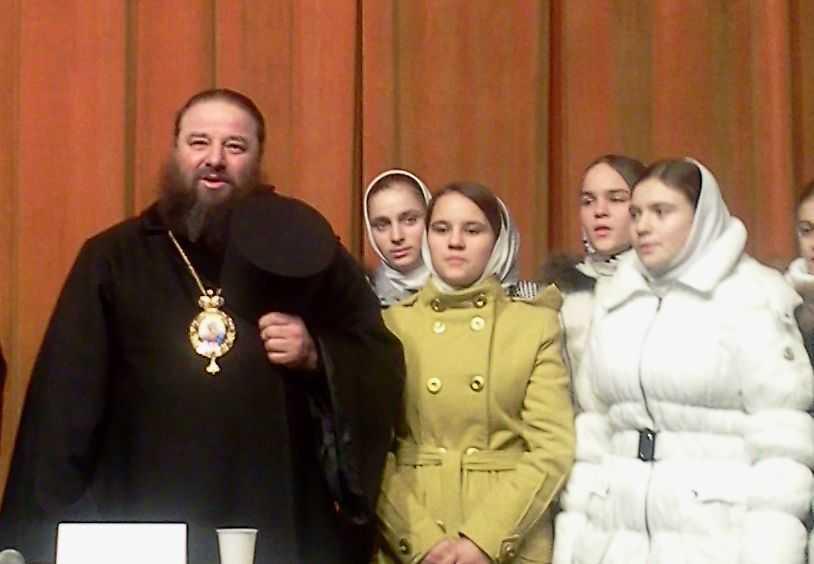 episcopul Longhin Mihail Jar - la Constanta - canta si copiii