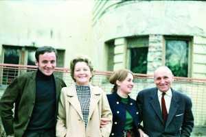 1965. Cu părinţii şi sora sa, Daniela
