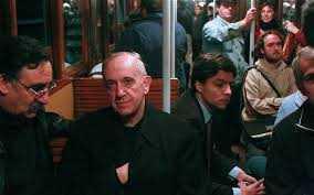 papa francis in autobuz