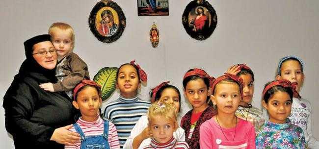 """AJUTOR PENTRU """"INGERII"""" INGRIJITI LA MANASTIREA MĂRCUŞ. Concert caritabil al grupului psaltic Potirul, pentru orfanii Asociatiei Sfanta Iustina"""