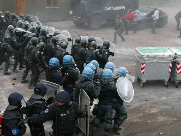 "Grupul de la Visegrad se militarizeaza. Batalionul din cadrul EUROGENDFOR, <i>""ARMATA IMPOTRIVA DISPERATILOR""?</i>"