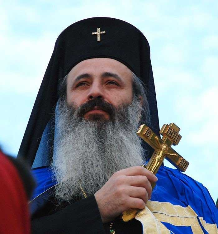 """<b>Cuvant patrunzator al IPS Teofan: <i>""""BISERICA, REALITATE CE NASTE IMPOTRIVIRE SI INCENDIAZA LUMEA""""</i></b>/ Pr. Petroniu Tanase: predica la Duminica Sfantului Ioan Scararul (<i>Recomandari duhovnicesti</i>)"""