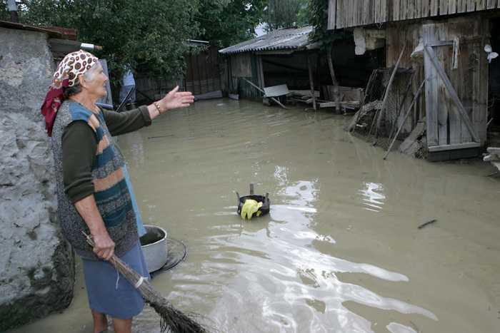 2013_04_05_inundatii lespezi14_rsz