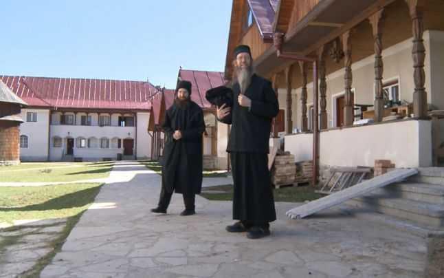 Austiacul Thomas, astăzi fratele Serafim (stânga), alături de americanul Stephen, astăzi părintele Sava