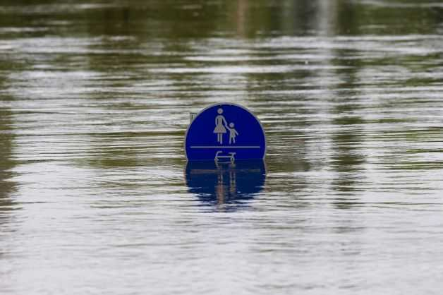 INUNDATII DEVASTATOARE si in Bulgaria (VIDEO)/ Inundatii in Dambovita si Arges