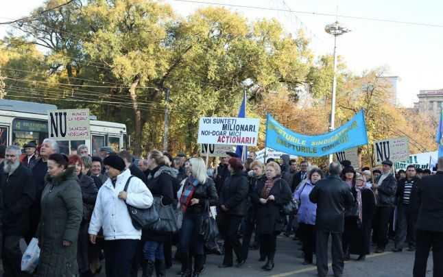 Mii de sindicalişti ies în stradă