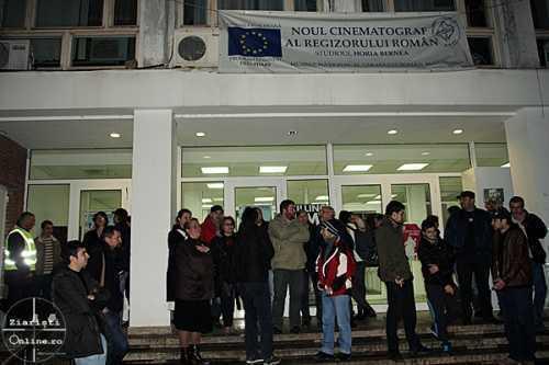 Protest-anti-homo-la-Muzeul-Taranului-Roman-Studio-Horia-Bernea-Ziaristi-Online-7-20.02.13