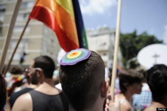 PARADE GAY LA TEL-AVIV SI ATENA/ Sinodul Bisericii Ruse pe tema homosexualitatii si transsexualitatii/ <b>CRIN ANTONESCU, tot in doua luntri, se spala pe maini ca Pilat</b>: RAMANE CONTRA casatoriilor si adoptiilor homosexuale, dar NU MAI LUPTA pentru interzicerea lor si accepta PARTENERIATELE CIVILE <i>(video)</i>