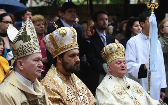 Greco-catolicii si adventistii de ziua a 7-a contesta mentionarea nominala a BOR in Constitutie