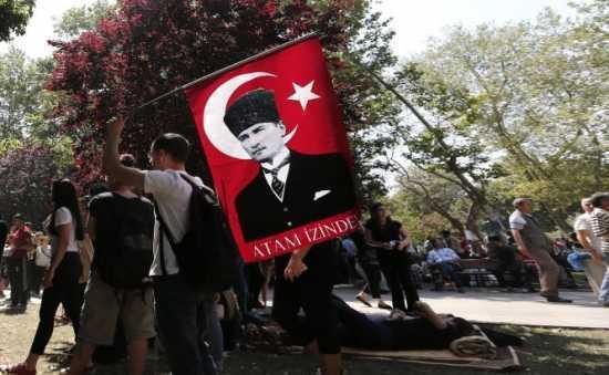 """TURCIA: miscarile de protest dureaza de 6 zile si se apropie de caracterul unei """"revolutii"""" anti-ERDOGAN <i>(VIDEO, FOTO)</i>"""