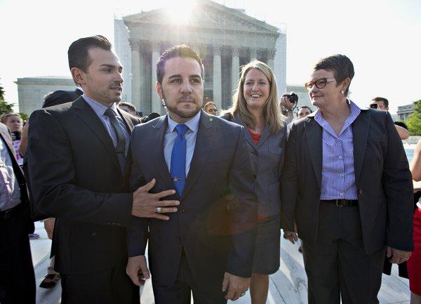 Curtea Suprema a SUA a decis pe tema casatoriilor homosexuale: CONSIDERA NECONSTITUTIONALA o lege care definea casatoria ca UNIUNE INTRE FEMEIE SI BARBAT. Autonomia statelor federate in pericol