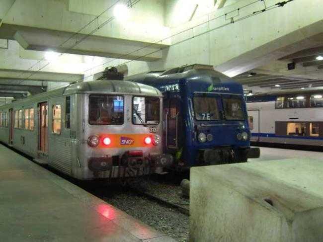 Zeci de vagoane de tren continand AZBEST CANCERIGEN, aduse din Franta spre dezafectare, FOLOSITE PENTRU TRANSPORTUL CFR CALATORI DIN 2006 <i>(video)</i>