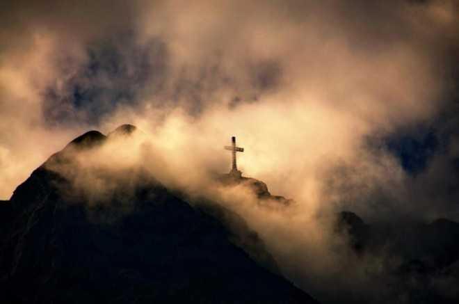 Pentru UN NOU INCEPUT BUN IN VREMURI FOARTE RELE pentru Biserica si pentru tara. GANDURI LA RASCRUCE DE ANI SI DE ISTORIE despre cele ce au fost si cele ce vor veni asupra noastra…