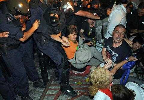 Bulgaria: revolta continua. MINISTRI SI PARLAMENTARI BLOCATI DE ASEDIUL PROTESTATARILOR (video)