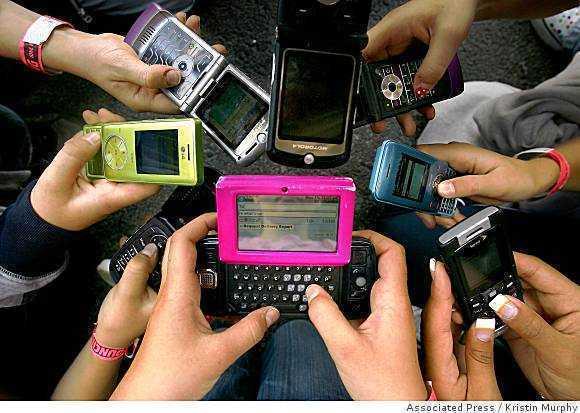 <b>AMPUTAREA AFECTIVA: consecinta folosirii excesive a calculatorului si mobilului</b>/ ELECTRO-HIPERSENSIBILITATEA: noua boala provocata de expunerea la radiatiile telefoanelor si ale RETELELOR WI-FI