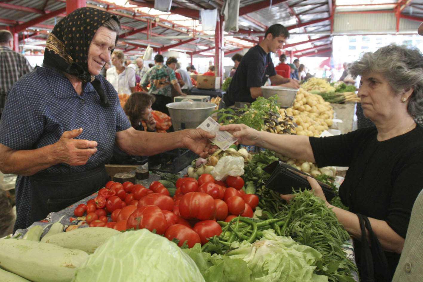 piata-fructe-legume-rosii-001