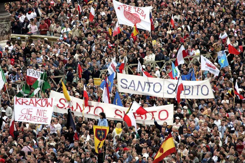 "Vaticanul isi canonizeaza IDOLUL: Papa Ioan Paul al II-lea e declarat oficial ""SFANT"""