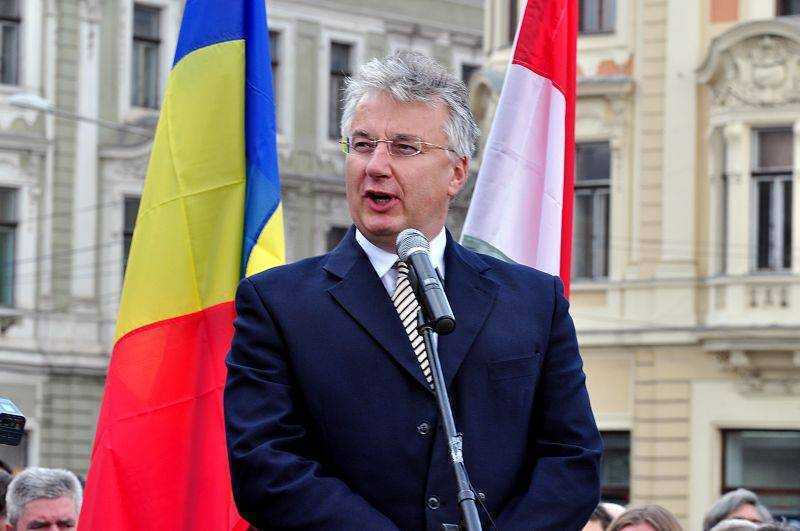 <b>IMPERIALISM BUDAPESTAN DEZLANTUIT</b>. Vicepremierul maghiar Semjen Zsolt: UNGARIA SPRIJINA AUTONOMIA CU TOATA GREUTATEA SA. Zsolt deplange TRATATUL TRIANON si REFUZA DIALOGUL CU JURNALISTII ROMANI/ Oficial al MAE: intalnirile de la BAILE TUSNAD sunt ca o SEDINTA A GUVERNULUI UNGARIEI