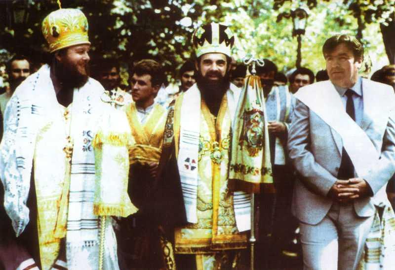 Împreună-cu-Mitropolitul-Daniel-Ciobotea-și-Președintele-Mircea-Snegur (1)