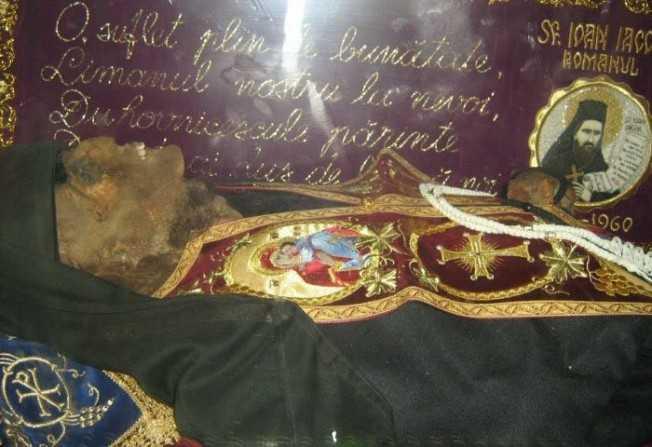 MINUNI SI INVATATURI ale SFANTULUI IOAN IACOB HOZEVITUL – praznuirea sfântului român cu moastele intregi din Tara Sfanta