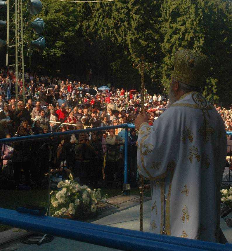 <i>(UPDATE VIDEO)</i>: <b>Predicile Mitropolitului Andrei la Nicula, de Sfanta Maria</b>: BISERICA NOASTRA MILITEAZA PENTRU PROTEJAREA FAMILIEI IN CONSTITUTIE