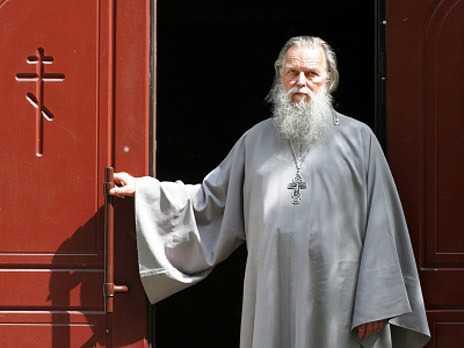 "PARINTELE PAVEL ADELGEIM. Avertismentul preotului rus incomod ucis in circumstante neclare: <b><i>""Biserica Ortodoxa Rusa devine un departament guvernamental responsabil pentru ideologie""</i></b>"