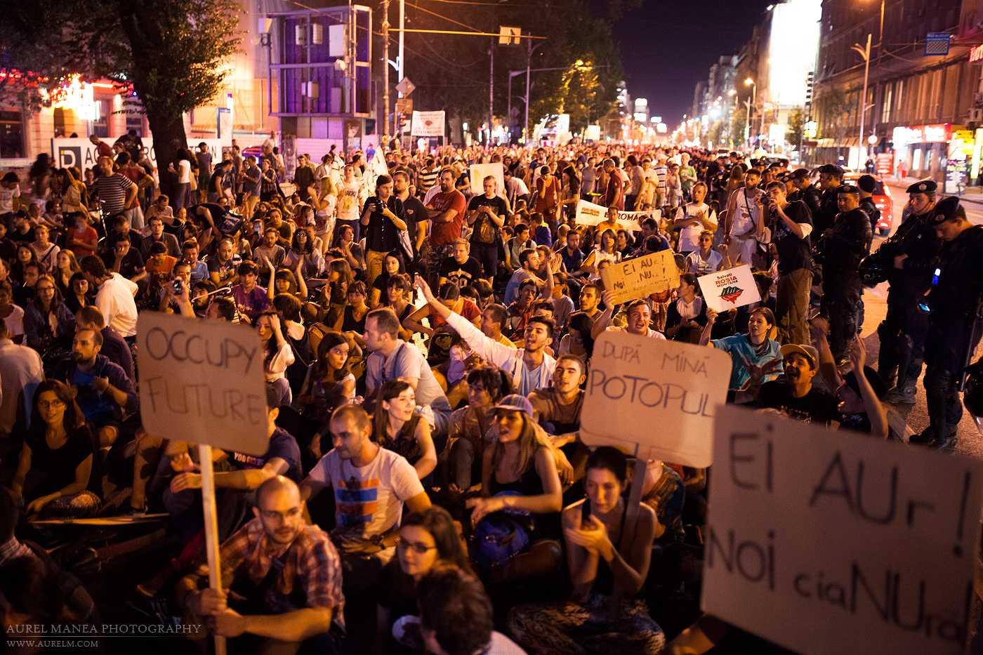 Aviz naivilor cu privire la MITUL SPONTANEITATII protestarii populare. Srdja Popovic, liderul revolutiei anti-Milosevici: <i>REVOLUTIA SPONTANA DE SUCCES ESTE O MINCIUNA. NU EXISTA ASA CEVA</i> (video, conferintele TED)