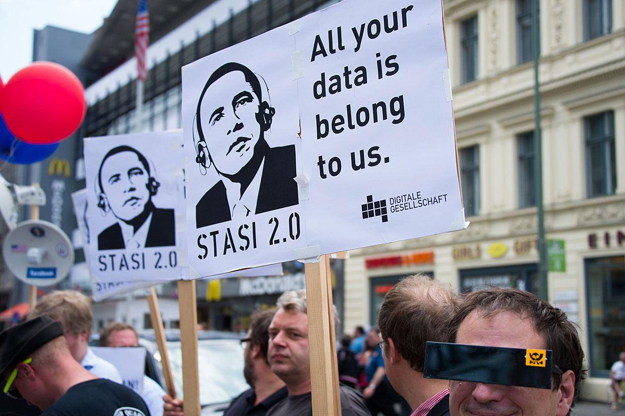 """De ce nu spun nimic POLITICIENII ROMANI despre NSA? Ce ironie: BARROSO avertizeaza asupra …TOTALITARISMULUI spionajului american, in timp ce <b>AGENDA DIGITALA a UE prinde viteza, sustinuta frenetic si de """"guvernatorul"""" securist Traian Basescu</b>"""